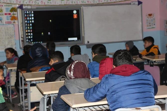 Mardin'de 250 binin üzerinde öğrenci bugün ders başı yaptı