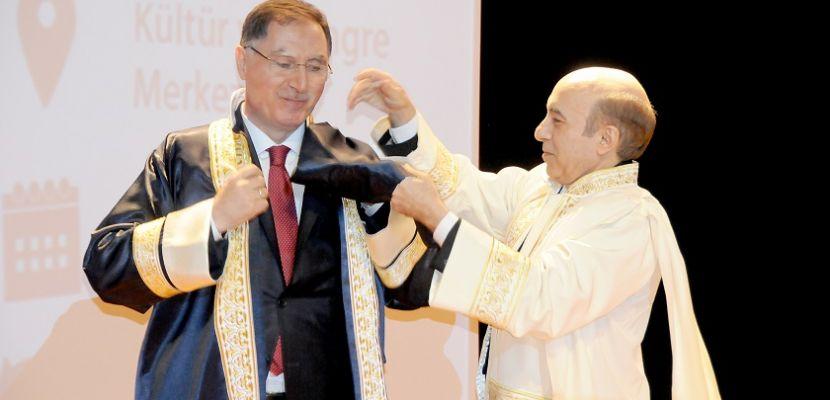 Dicle Üniversitesi'nden Başdenetçi Şeref Malkoç'a fahri doktora unvanı